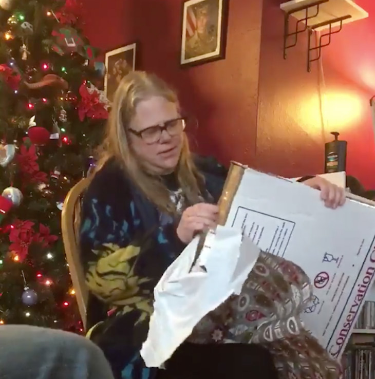 lorrie - 3 Years After Bitter Divorce, Ex-Husband Comes To Family Christmas With Gift That Leaves Everyone In Tears