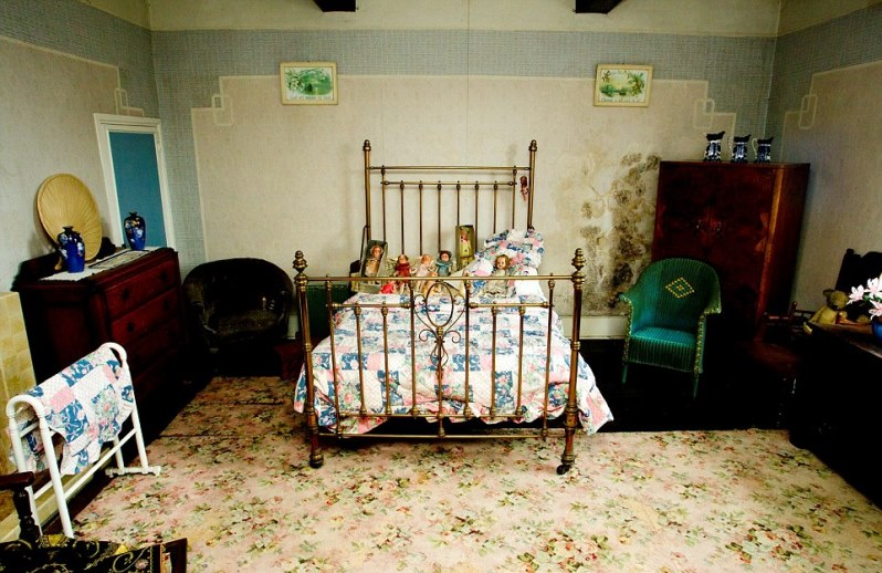 newton5 - Two Siblings Live In Old House For 70 Years, Stranger Visits The House And Finds Everything Untouched