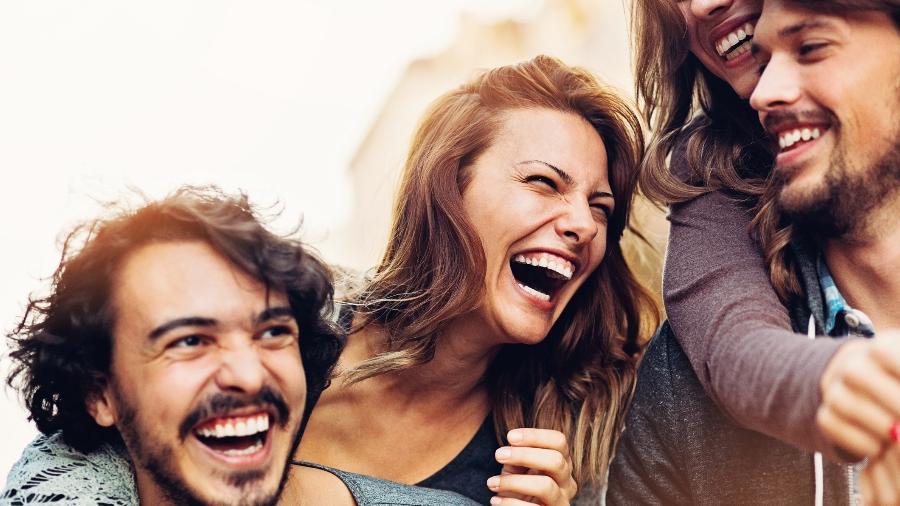 pessoas felizes 1483118985281 v2 900x506 - Passar um tempo com sua melhor amiga melhora sua saúde