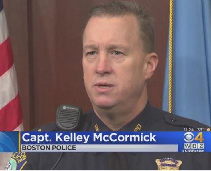 """policetrain2 - Un policía le dice a una familia varada que se metan en su todoterreno y luego les dice que los está """"secuestrando legalmente"""""""
