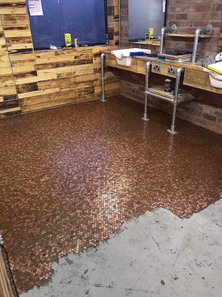 process again 850x1134 768x1024 - Un coiffeur recouvre son sol de 70 000 centimes et ça valait le coût!