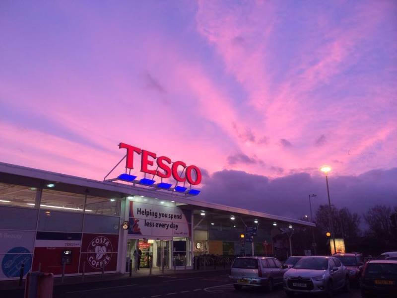 tesco1 - RELAXED CHECKOUT: Customers Left Speechless After Reading A Sign While Unpleasantly Waiting In Line