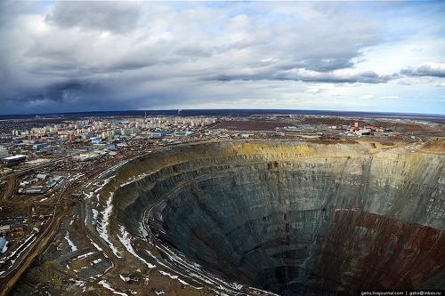 w8 - 지구상 존재하는 놀라운 '초대형' 싱크홀 11가지