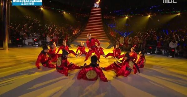 3 186 - 평창 동계올림픽 개막식에서 화려한 군무 선보인 '저스트 절크' (영상)