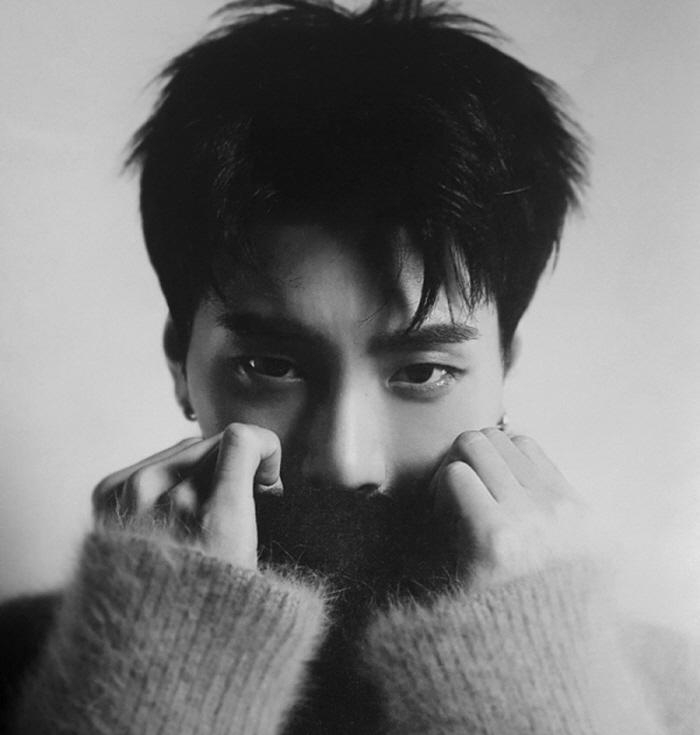 4 102 - 날카로운 '공룡상' 비주얼로 반전매력 뽐내는 남자아이돌 (사진)
