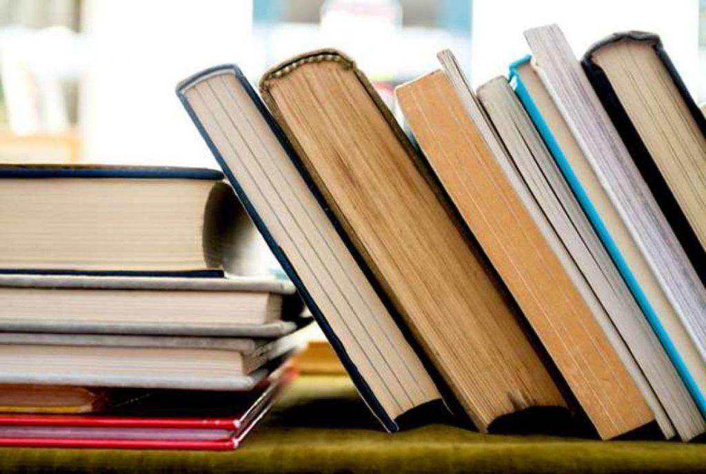 books header 1024x688 - Este chico conmueve en las redes sociales pues tiene que ir a la escuela cuidando a su hermanito.