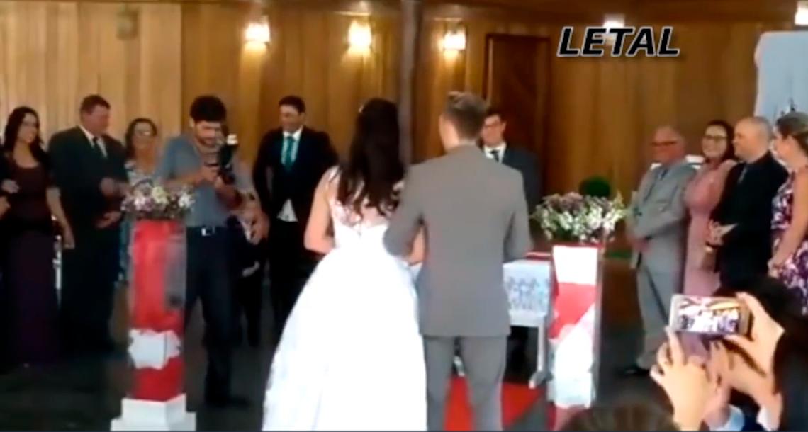 jijijji - Una boda fue interrumpida en Brasil por que se empezaron a escuchar gemidos