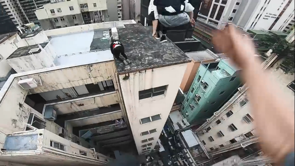 rooftop-pov-escape-from-hong-kong-security-%f0%9f%87%ad%f0%9f%87%b0-mp4_20180213_155504-815