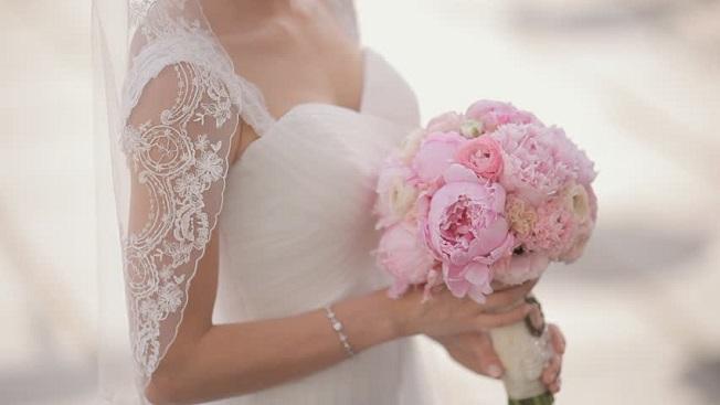 s5 3 - 결혼식에 '딥블루 원피스'입고 온 친구보고 오열한 신부