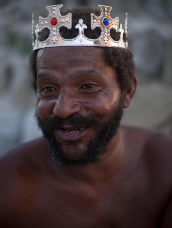 sandcastle2 - Depuis 22 ans, un homme vit dans un château de sable sur une plage du Brésil
