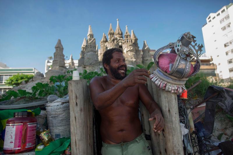 sandcastle4 - Depuis 22 ans, un homme vit dans un château de sable sur une plage du Brésil