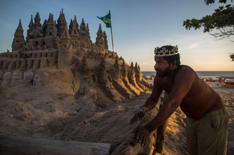 sandcastle6 - Depuis 22 ans, un homme vit dans un château de sable sur une plage du Brésil