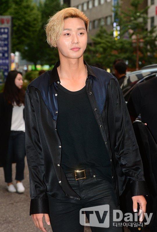 1 182 - 단 두 장의 종방연 기사 사진으로 댓글 이천 개 넘게 달렸던 배우