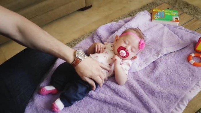 1 71 - Man Cuts Baby Daughter in Half with Magic Trick (video)