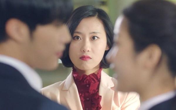3 167 - '위대한 유혹자' 우도환, 선생님 앞에서 문가영에 과감한 스킨십 (영상)