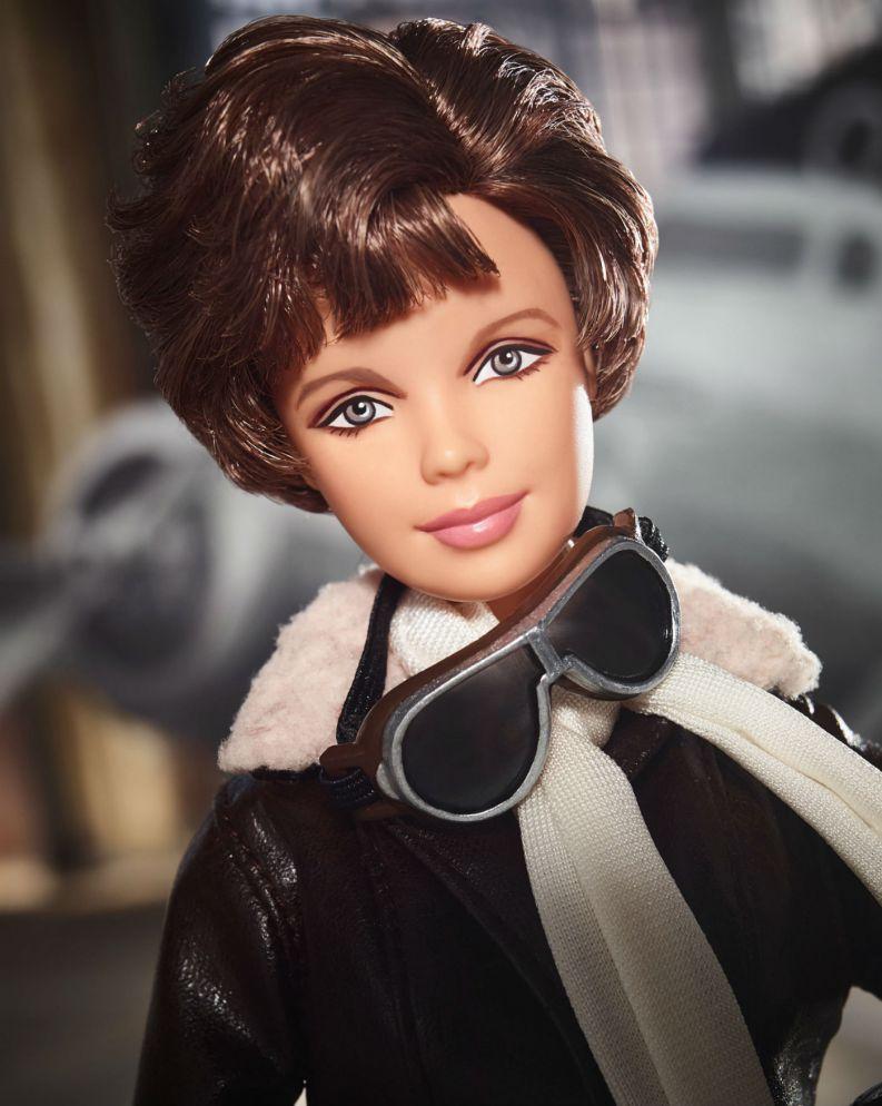 barbie amelia earhart 0318 1400x1755 - Barbie lança bonecas inspiradas em ícones femininos que fizeram história