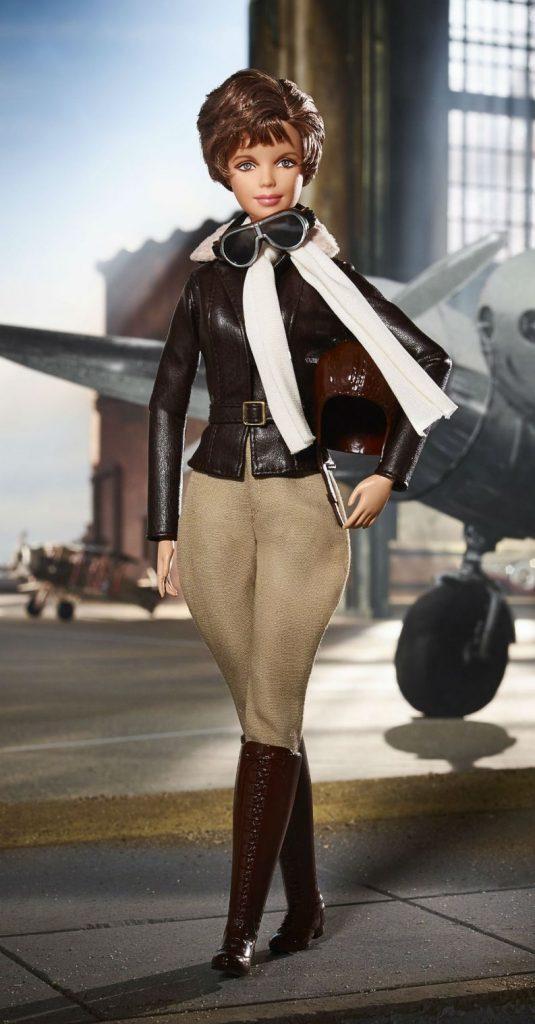 barbie amelia earhart 0318 1400x2680 535x1024 - Barbie lança bonecas inspiradas em ícones femininos que fizeram história