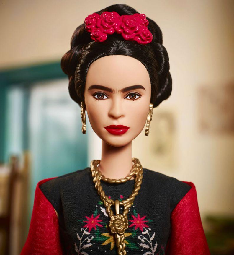 barbie frida kahlo 0318 1400x1524 - Barbie lança bonecas inspiradas em ícones femininos que fizeram história
