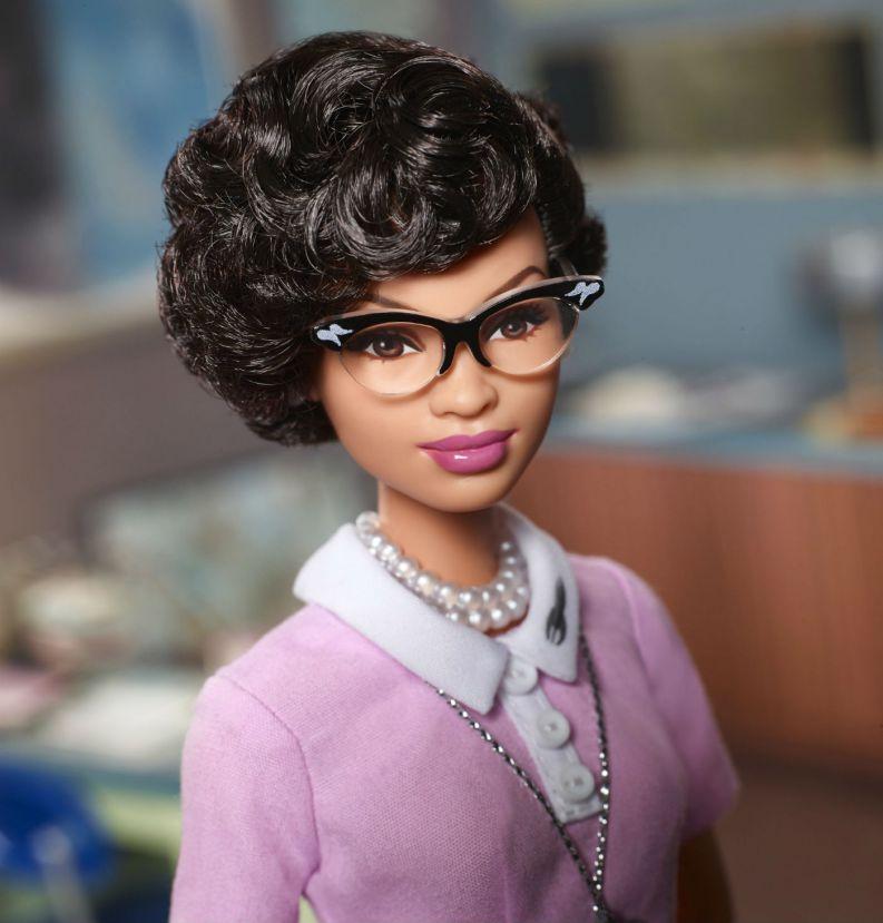barbie katherine johnson 0318 1400x1463 - Barbie lança bonecas inspiradas em ícones femininos que fizeram história