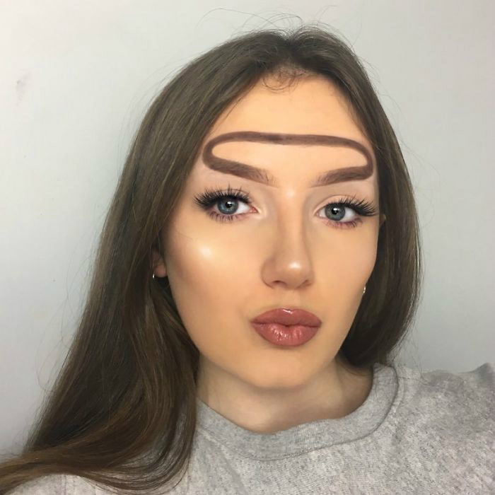 bf4bg 0hq1d 2 png  700 - 16-Year-Old Beauty Blogger Creates New Trend With Halo Brow