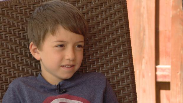 boy1 - Le garçon a fini aux urgences après avoir mangé un hamburger de sa mère