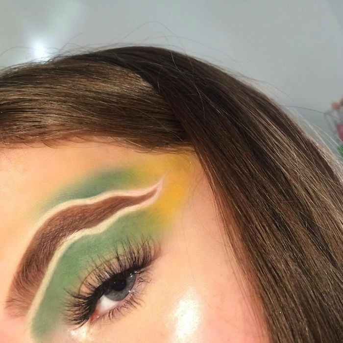 bx lg5ahrup 1 png  700 - 16-Year-Old Beauty Blogger Creates New Trend With Halo Brow