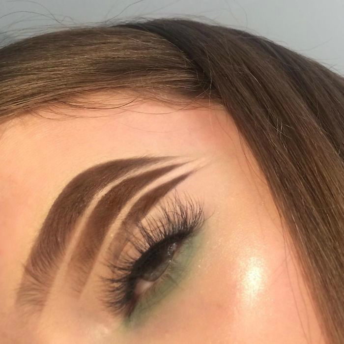 byjsye2hm25 1 png  700 - 16-Year-Old Beauty Blogger Creates New Trend With Halo Brow