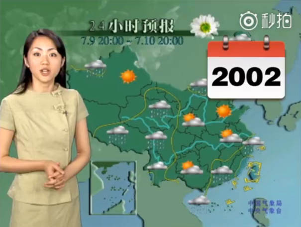 chinese tv presenter doesnt age looks young yang dan  0010 2002 - This Chinese Weather Woman Shocks the Whole World Because She Hasn't Aged For 22 Years