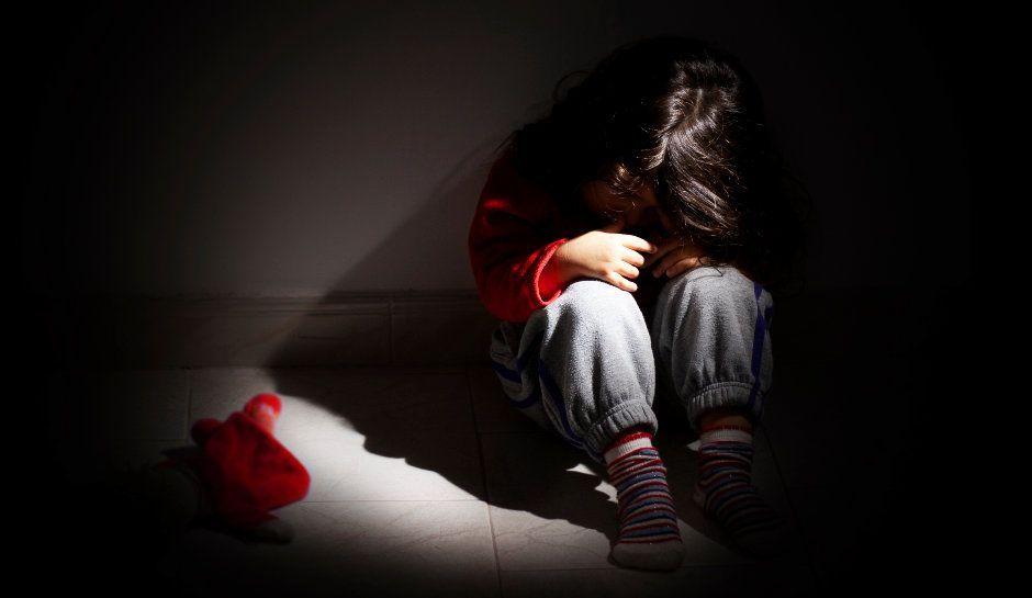 horror5 - Un garçon tenu en captivité par ses parents s'échappe par la fenêtre et sauve ses frères et sœurs
