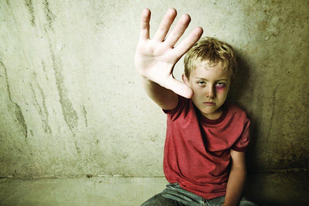 horror7 - Un garçon tenu en captivité par ses parents s'échappe par la fenêtre et sauve ses frères et sœurs