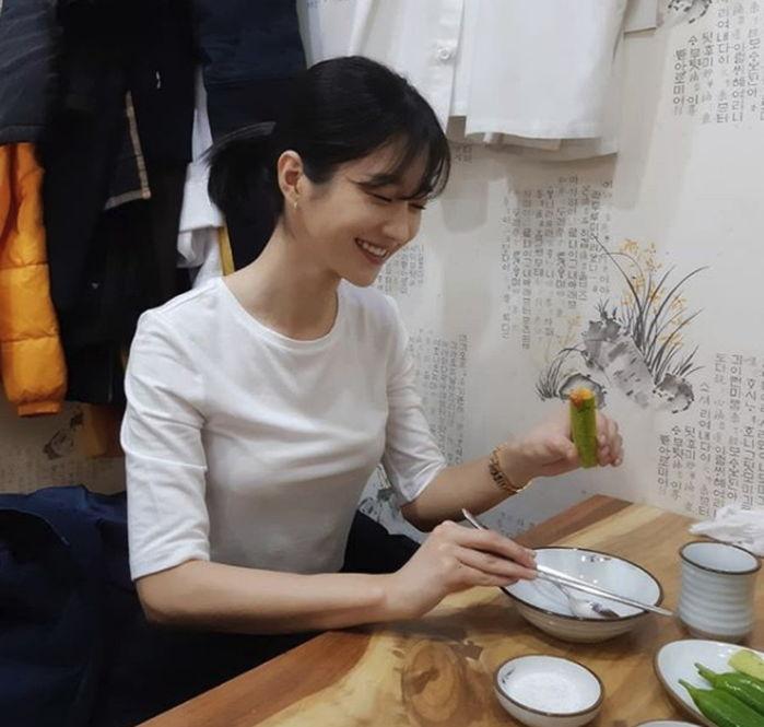 img 5aa75f75ba329 - 무려 '13년' 만에 트레이드마크인 '긴 생머리' 잘라낸 배우 서예지 (사진)