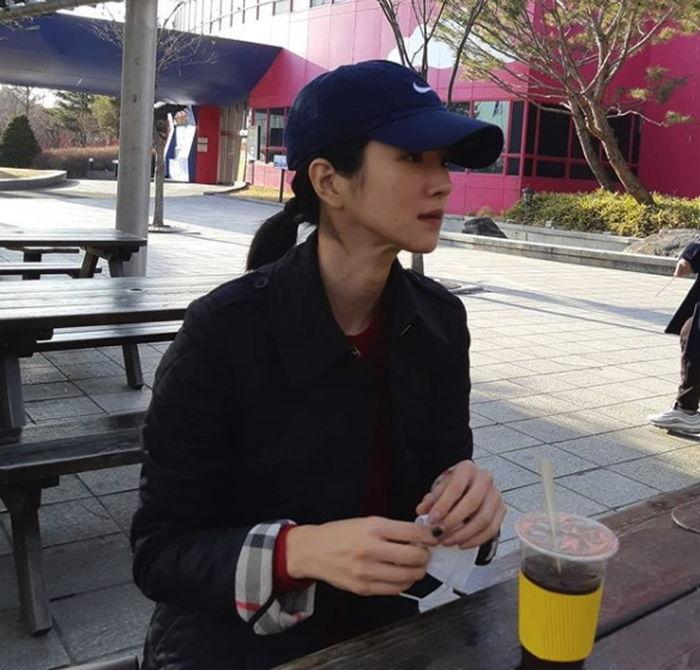 img 5aa75fad76d52 - 무려 '13년' 만에 트레이드마크인 '긴 생머리' 잘라낸 배우 서예지 (사진)