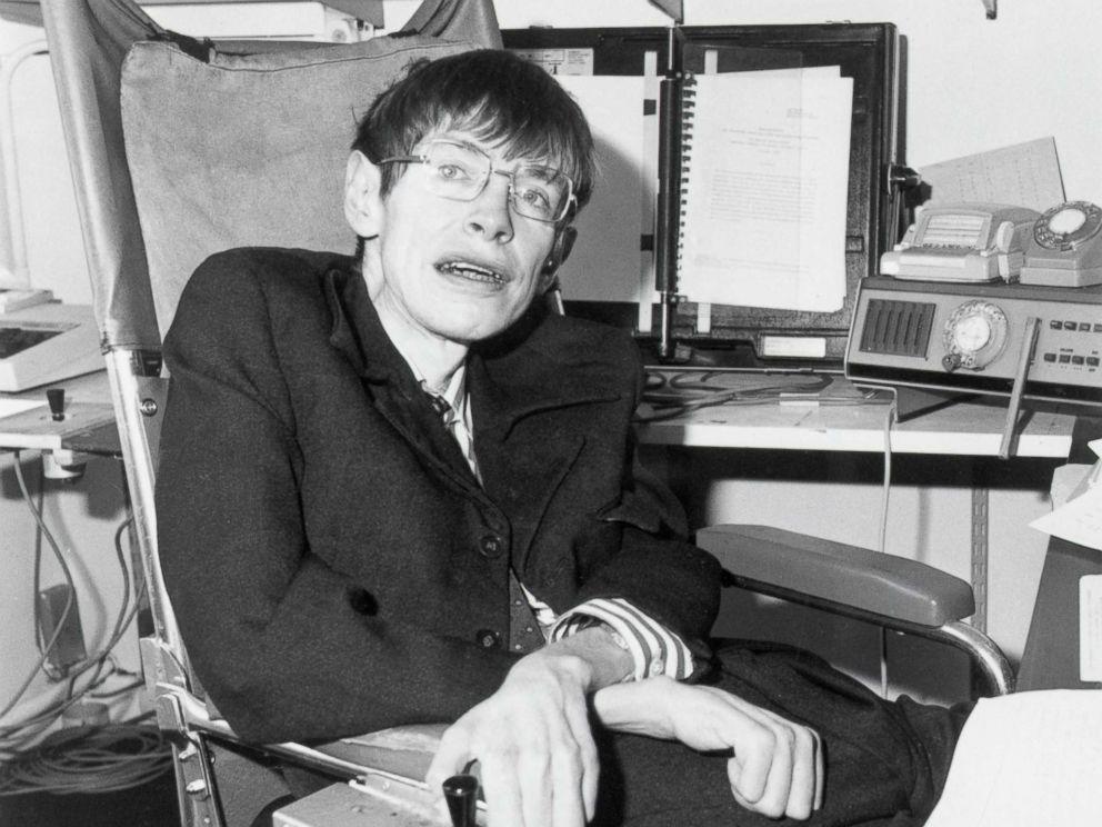 stephen hawking 1982 gty thg 180313 4x3 992 1 - A comoção do mundo inteiro sobre a partida de Stephen Hawking
