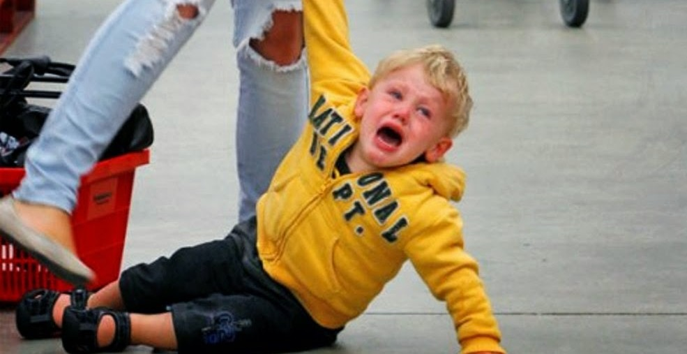 women2 - Women Gather Form a Circle around a Weeping Mom at the Airport When Toddler Goes into a Meltdown