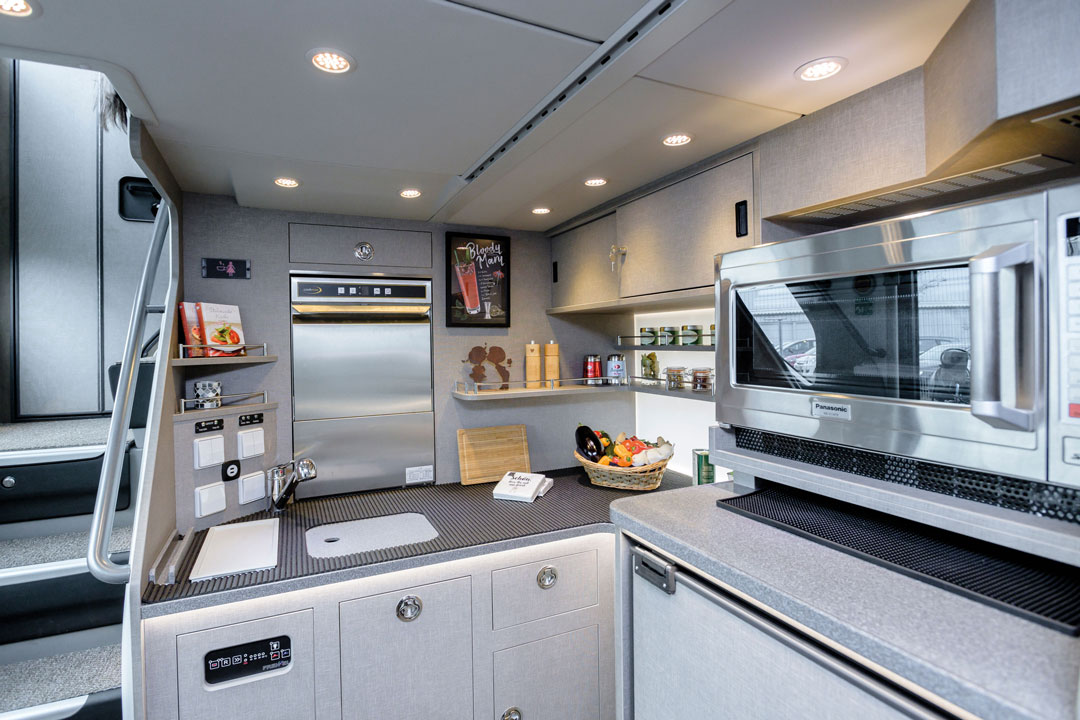 Bordküche für das Bordbistro im 5 Sterne superior Bistrobus