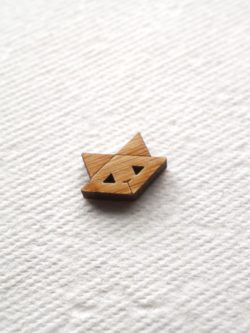 arrow mountain cat button
