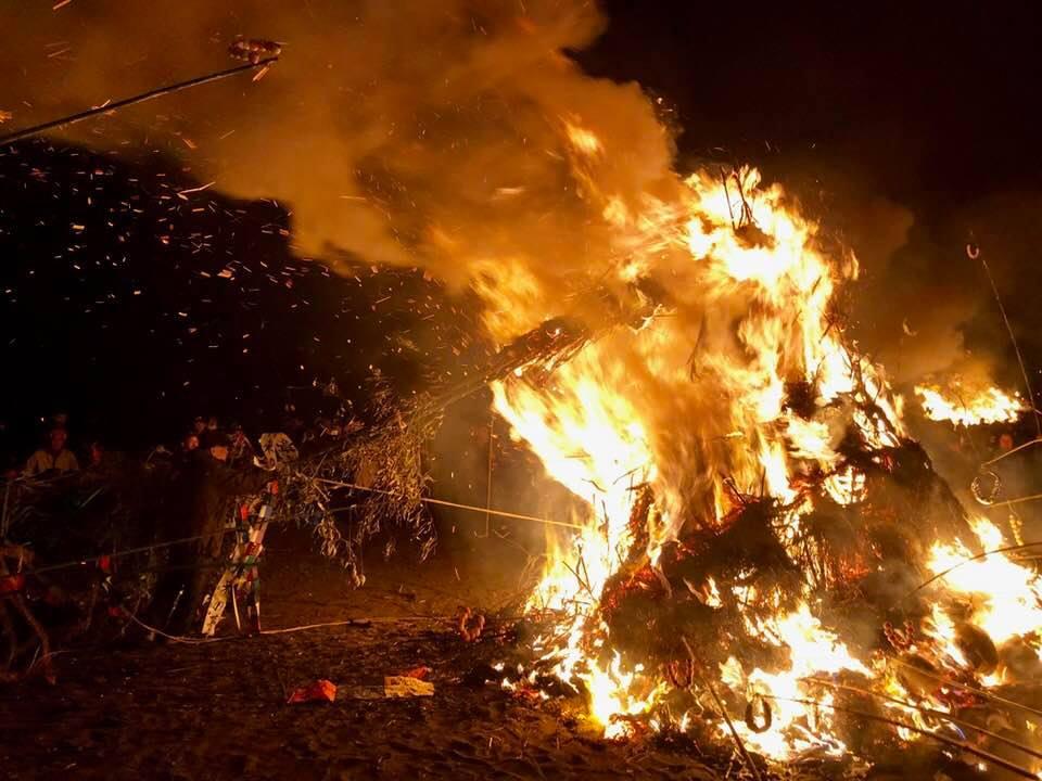 【2019年情報追記】国指定の400年続く火祭、大磯の左義長のスケールがでかい!