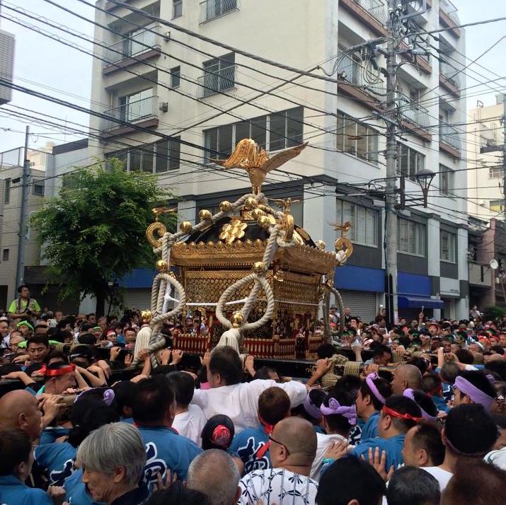 鳥越神社のお神輿
