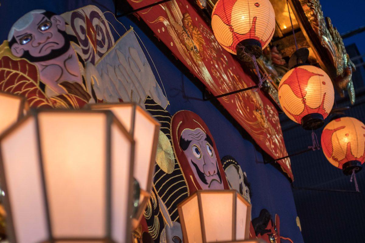 秩父夜祭 灯りが灯った屋台