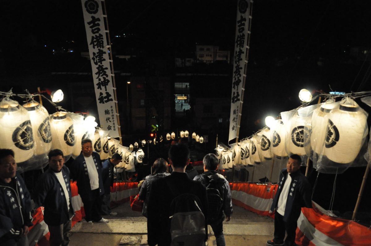 一宮神社の階段を下る