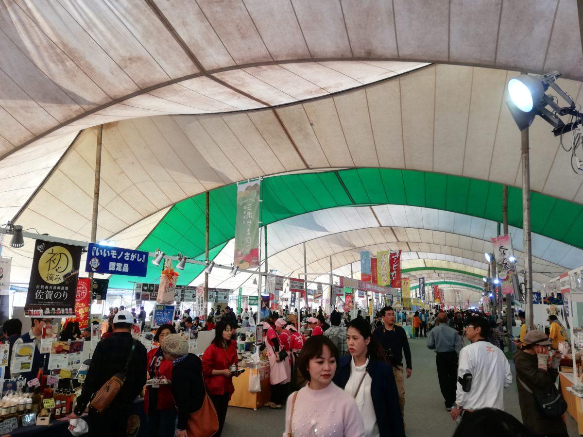 佐賀インターナショナルバルーンフェスタ会場の巨大テント