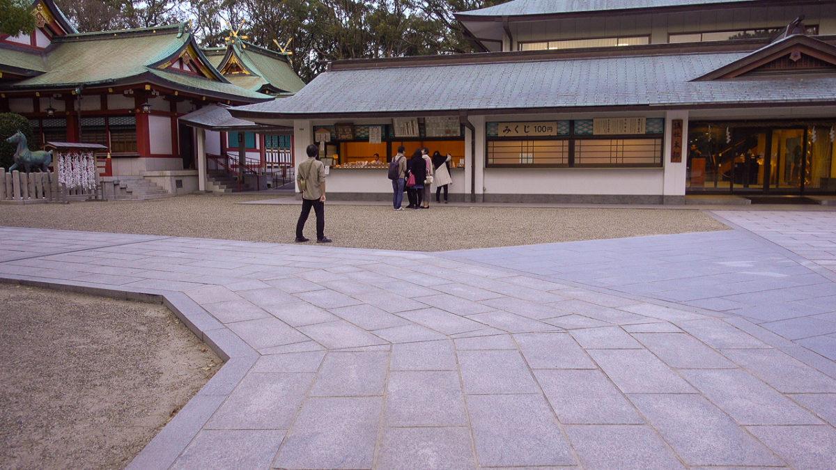 西宮神社の社務所前カーブ