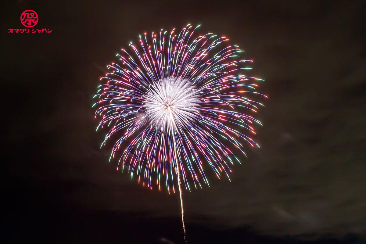 神明の花火で有名な市川三郷町をレポート!初開催の2018年「大晦日花火」と「玩具花火店はなびかん」の魅力をご紹介。