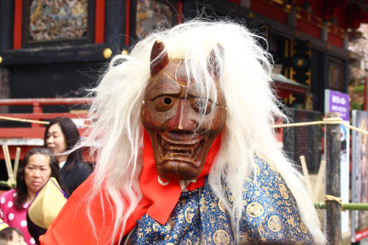 茨城の奇祭「マダラ鬼神祭」開催!火を焚き、白馬に乗った鬼が現れ、最後は幸せの矢を放つ!
