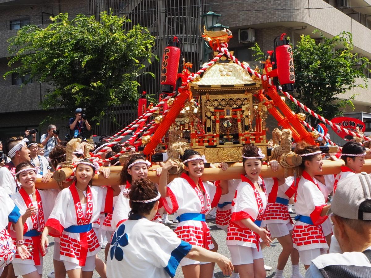 ギャル神輿