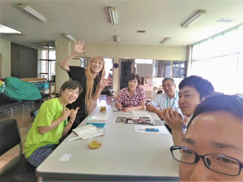 花嵐桜組と平川市碇ヶ関総合支所の職員の皆さんとの打ち合わせ(筆者は手前のオデコの人)