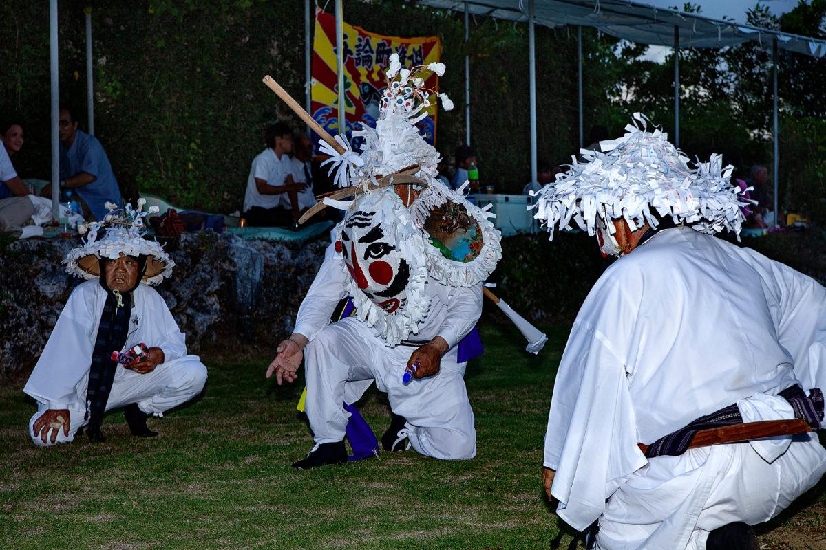 与論十五夜踊り 踊り手に聞く、笑いの歴史と島の魅力