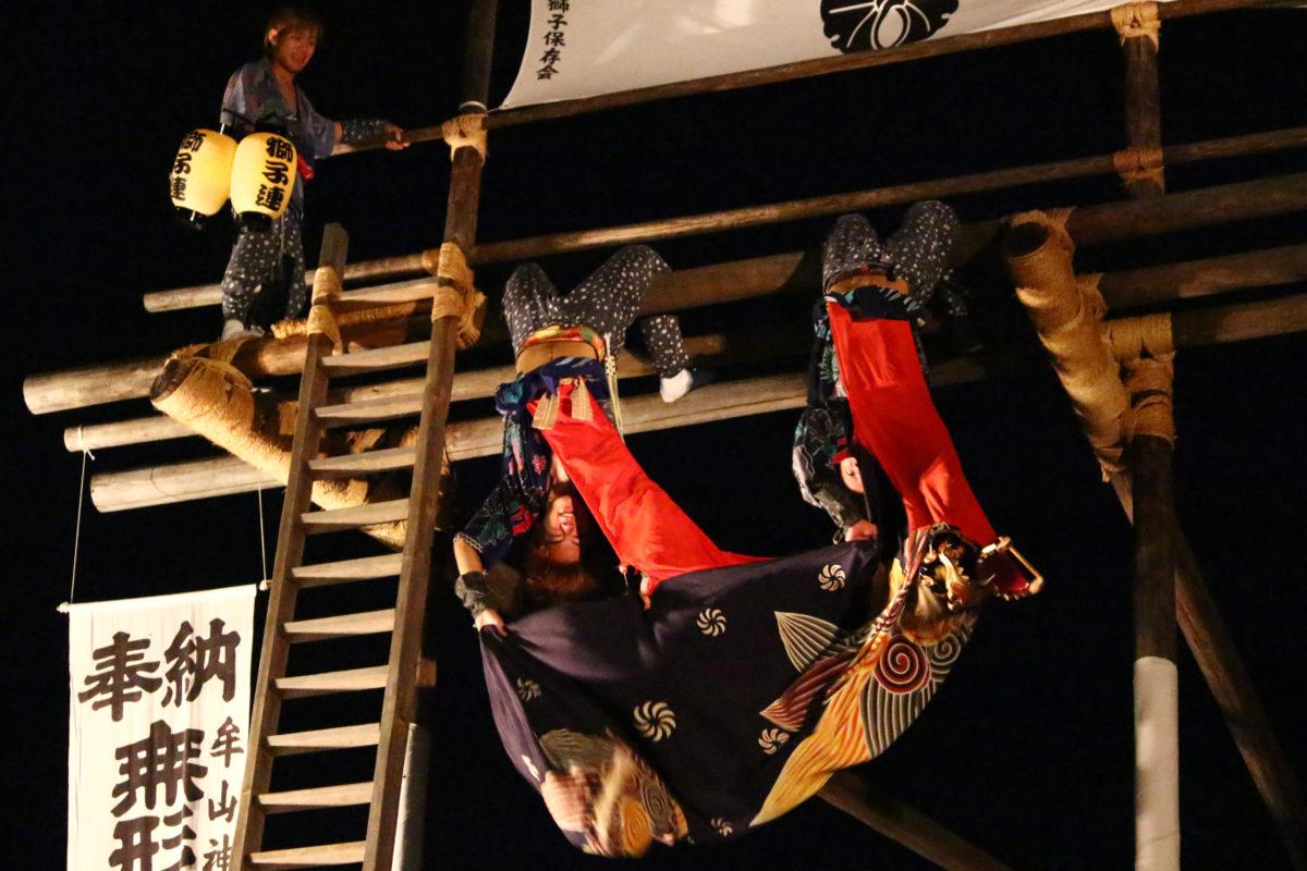 朝倉の梯子獅子、約9mの木製やぐら上で行われる獅子舞がアクロバットで圧巻のお祭り!