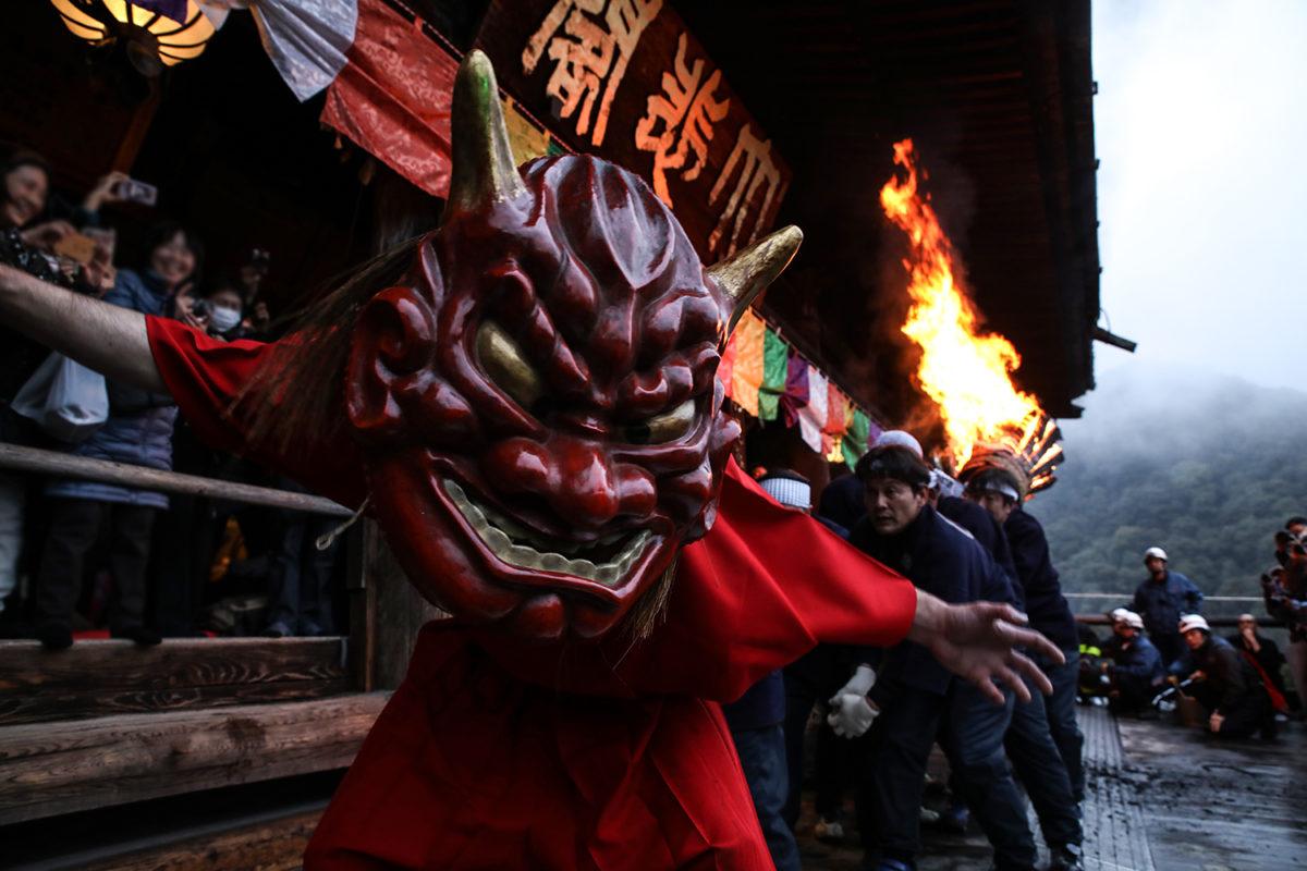 奈良 長谷寺【だだおし】大和の二大火祭と鬼の共演