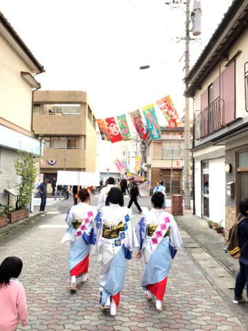『ハイヤ総踊り』では町中を練り歩くことで、多くの観客とも触れ合うことが何よりの思い出となる